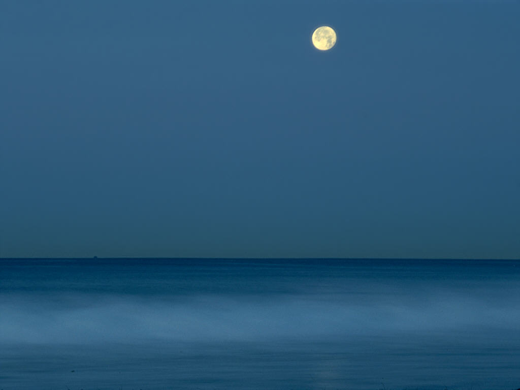 Full_moon_over_calm_ocean