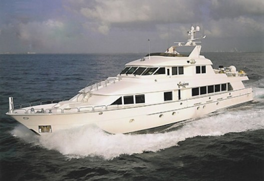 130-foot Hatteras side view