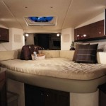 33-foot-SeaRay-Sundancer-bedroom bed