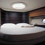 68-foot Azimut 68S bedroom