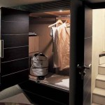 68-foot Azimut 68S wardrobe bedroom interior