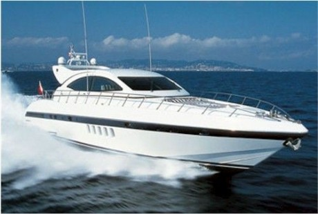 72-foot Mangusta waves